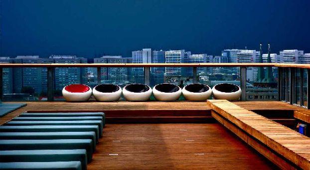 coole bars in berlin tipps von unserem berlin insider. Black Bedroom Furniture Sets. Home Design Ideas