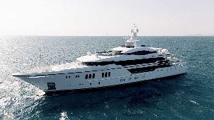 Fantastische Design Yacht Mit Pool Und Crew In Italien Mieten