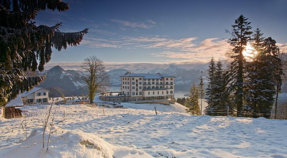 Luxus hotel spa in den schweizer alpen mit tollem seeblick for Designhotels in den alpen