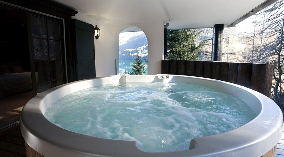 Lakeside Luxury At This Stunning Chalet In Davos, Switzerland Luxus Badezimmer Mit Whirlpool