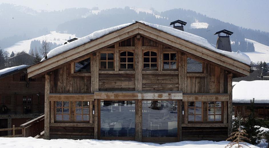 Luxury modern ski accommodation near the slopes in the for Chalet moderne plan