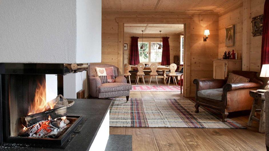 Schweizer chalet luegisland in klosters mit kamin for Interior design ausbildung schweiz
