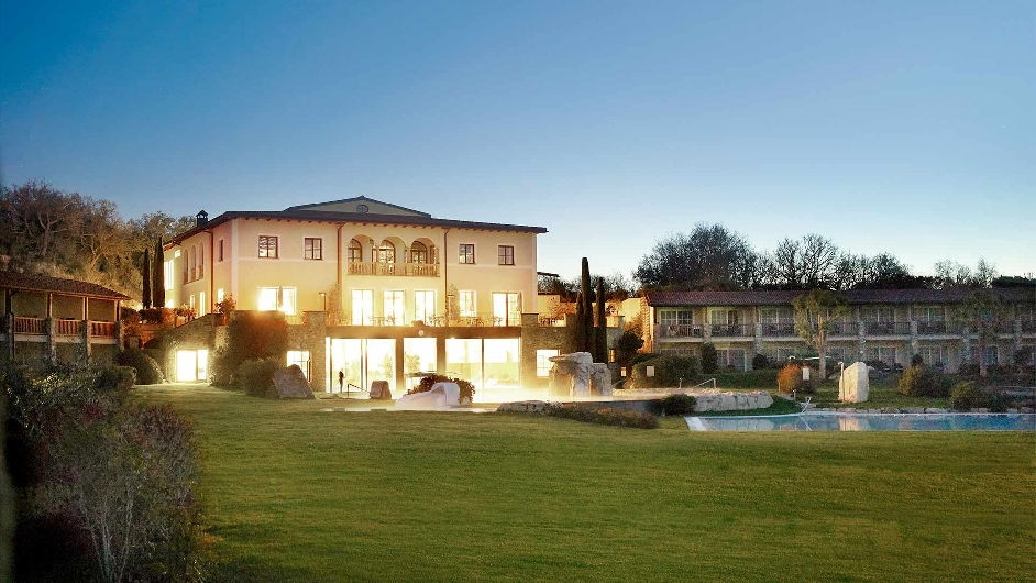 5 star resort in tuscany near golf course adler thermae for Best countryside hotels