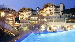 luxury_hotel_alpine_palace_pool_b-302.jpg