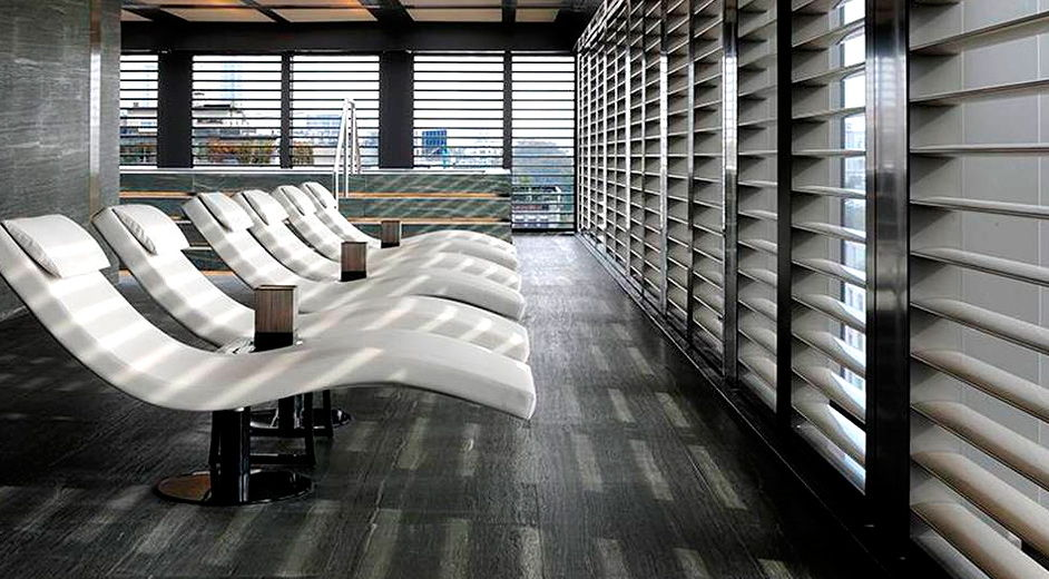 luxuri ses lifestyle design hotel in mailand armani hotel. Black Bedroom Furniture Sets. Home Design Ideas