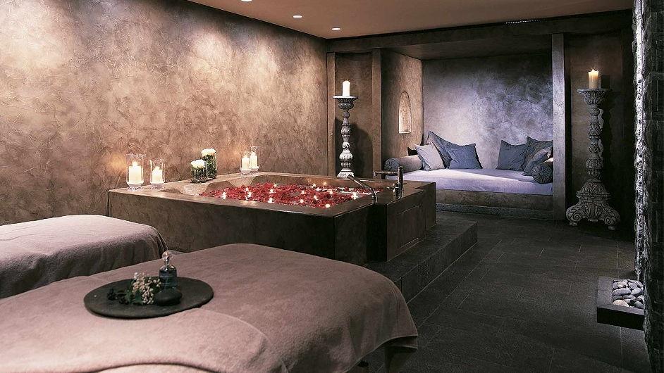 h tel de ski prestige avec cuisine gourmet gstaad gstaad palace. Black Bedroom Furniture Sets. Home Design Ideas