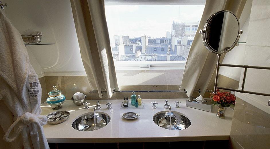 Luxury hotel paris daniel bathroom a 942