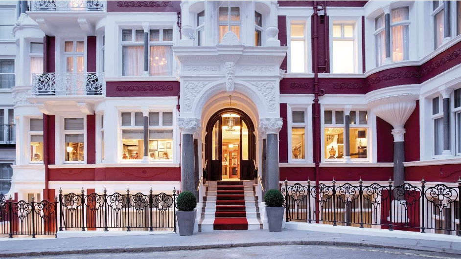 Central london luxury hotel with michelin restaurant st for Boutique hotels near central park