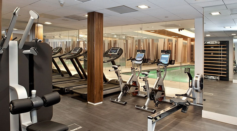 Family friendly five star hotel in london with gym near for Equipement hotel