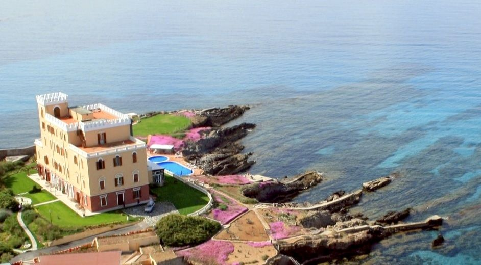 luxus strandhotel sardinien villa las tronas hotel. Black Bedroom Furniture Sets. Home Design Ideas