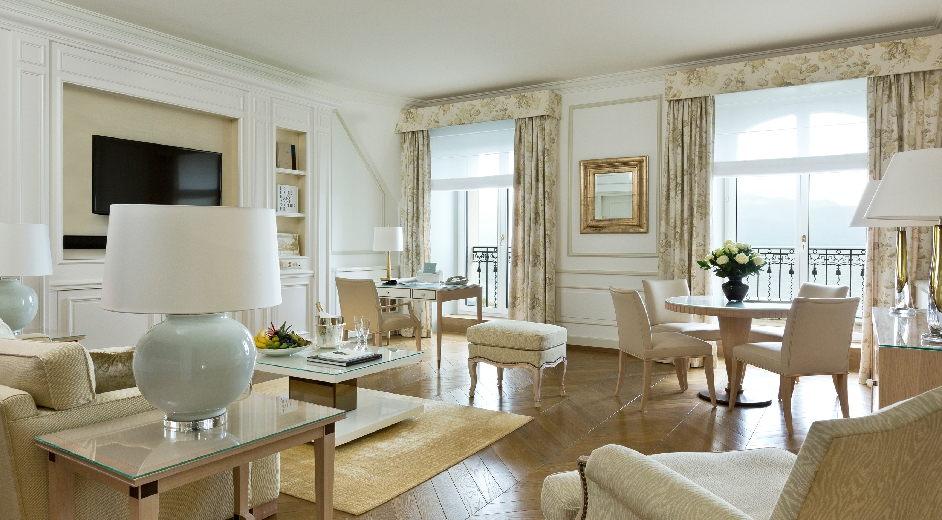 h tel de luxe sur le lac avec spa et cuisine renomm e lausanne. Black Bedroom Furniture Sets. Home Design Ideas