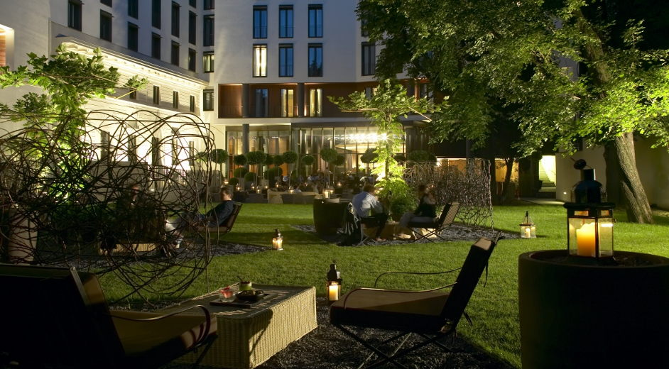 Five star luxury hotel with spa in milan near la scala and for Executive milano