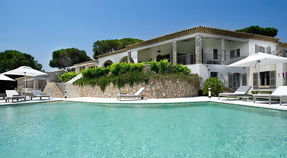 Design Luxus-Villa nahe dem Strand mit privatem Pool in St ...