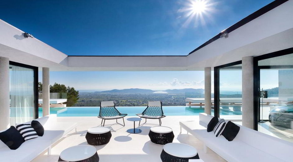 https://www.mypremiumeurope.com/img/image_db/luxury_villa_holidays_in_ibiza_ibiz2162_sun_terrace_sea_view-942.jpg
