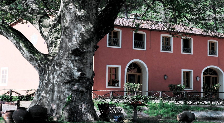 Private summer house to rent near a lake in tuscany italy for Rent a house in tuscany