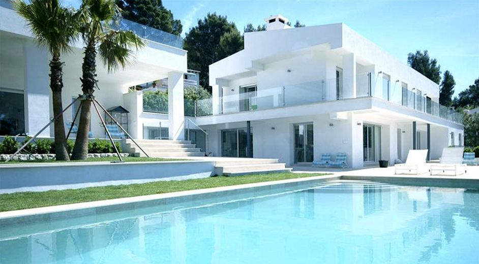 Modern five star vacation home to rent with sea views in for Mallorca holiday villas