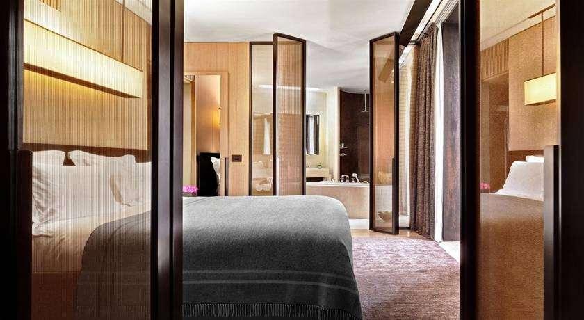 Exclusive Five Star Milan Hotel Near La Scala With Gourmet