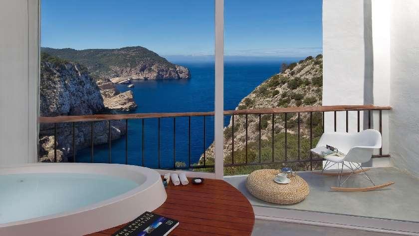 luxus hotel auf ibiza mit spa und meerblick hacienda na xamena. Black Bedroom Furniture Sets. Home Design Ideas