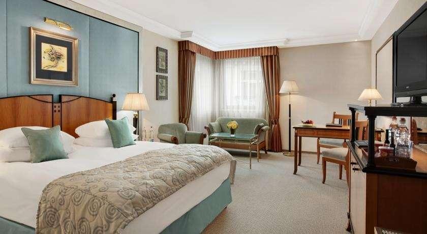Kempinski hotel corvinus le luxe avec vue sur le danube for Moquette luxe chambre