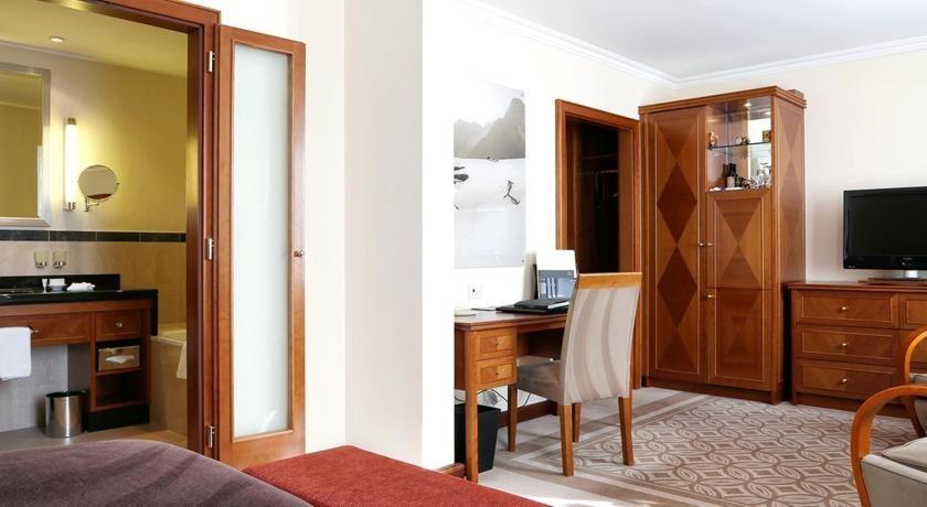 Hôtel spa alpin de luxe sur les pistes à st. moritz suisse