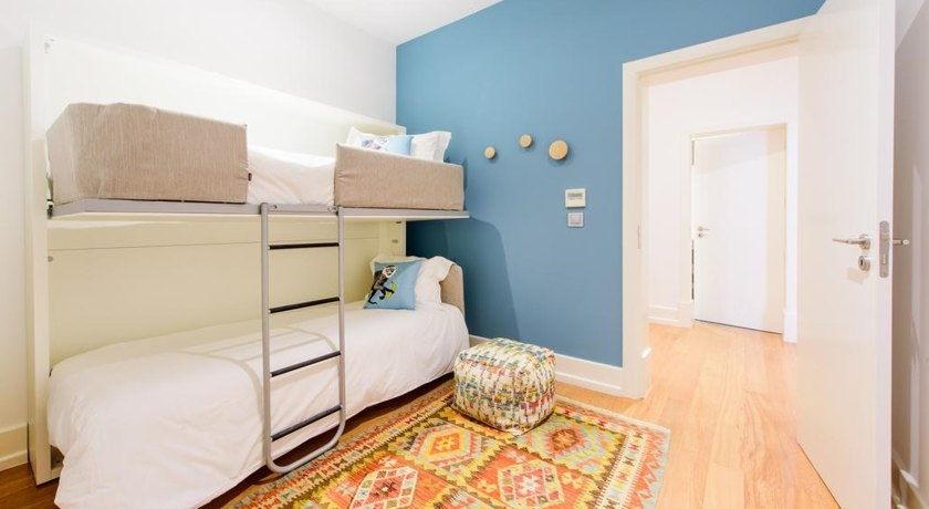Dieses Geräumige Apartment Mit 2 Schlafzimmern Besteht Aus 1 Doppelzimmer  Mit Einem Eigenen Bad Mit Einer Dusche, 1 Kinderschlafzimmer Mit 2  Etagenbetten ...