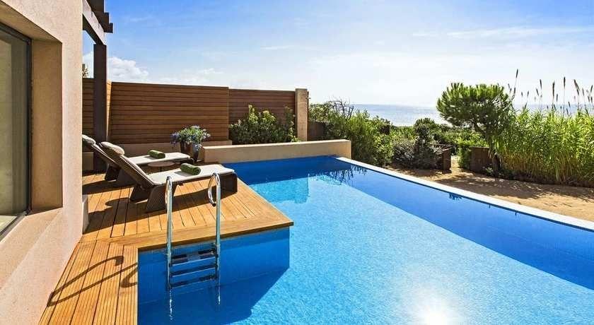 Luxury hotel in messinia with golf course the romanos costa navarino - Infinity pool europe ...