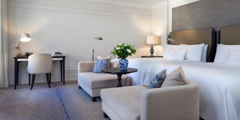 dieses grand premier zimmer bietet eine aussicht auf den berhmten gentleman kanal sie genieen den komfort eines kingsize betts der traditionsmarke - Hotel Amsterdam Dusche Im Zimmer